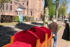 staand-Ton-met-zn-stoelen-onderweg