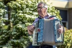 Zingen-voor-saamhorigheid-Koningsdag-Henricushof-2020-Lierop-12