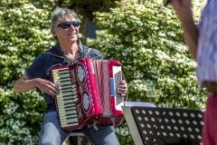Zingen-voor-saamhorigheid-Koningsdag-Henricushof-2020-Lierop-13