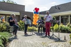 Zingen-voor-saamhorigheid-Koningsdag-Henricushof-2020-Lierop-6